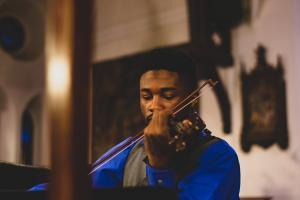 Playing violin and improving intonation